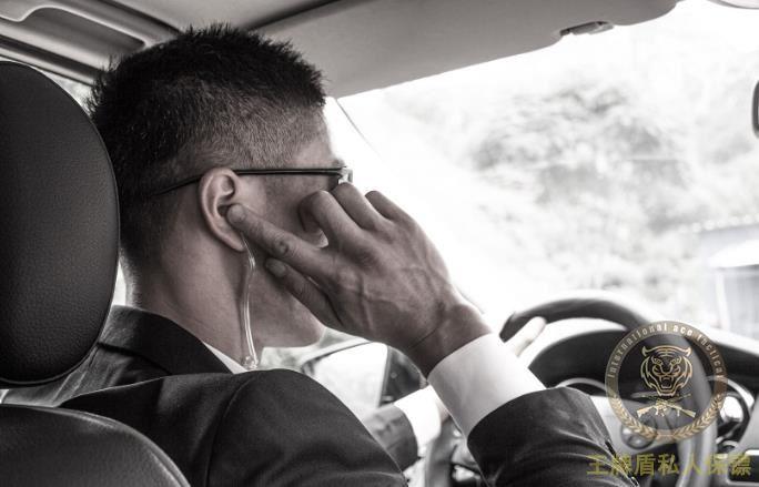 阿克苏怕货运出问题,老板雇保镖司机跟车