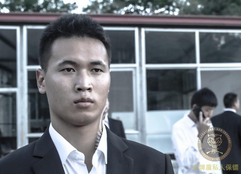 河南首富骗贷、假扮解放军碰上阿克苏私人保镖,被扭送至警局